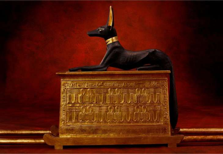 god-anubis-on-shrine
