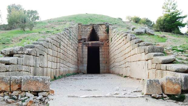 treasury-of-atreus-entrance