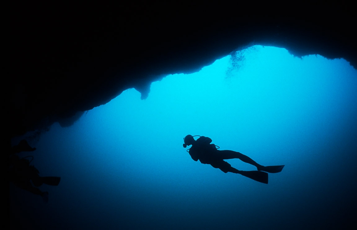 sanctuary-blue-hole-diving