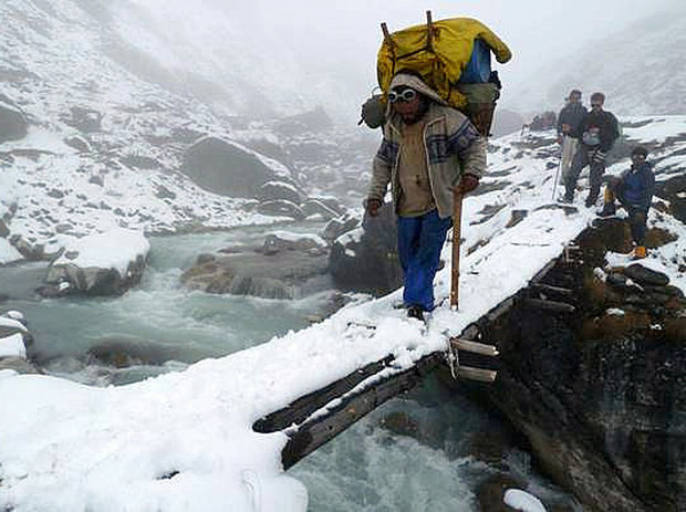 alton-byers-crossing-himalayas
