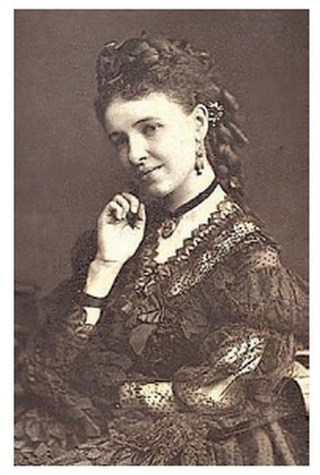 victorian lady with jewelry
