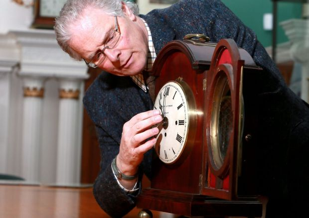 alan-midleton-adjusting-clocks