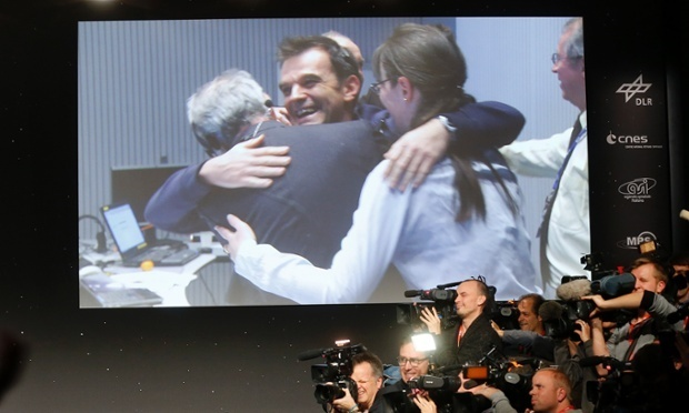 scientists-celebrating-at-ESA-control-room